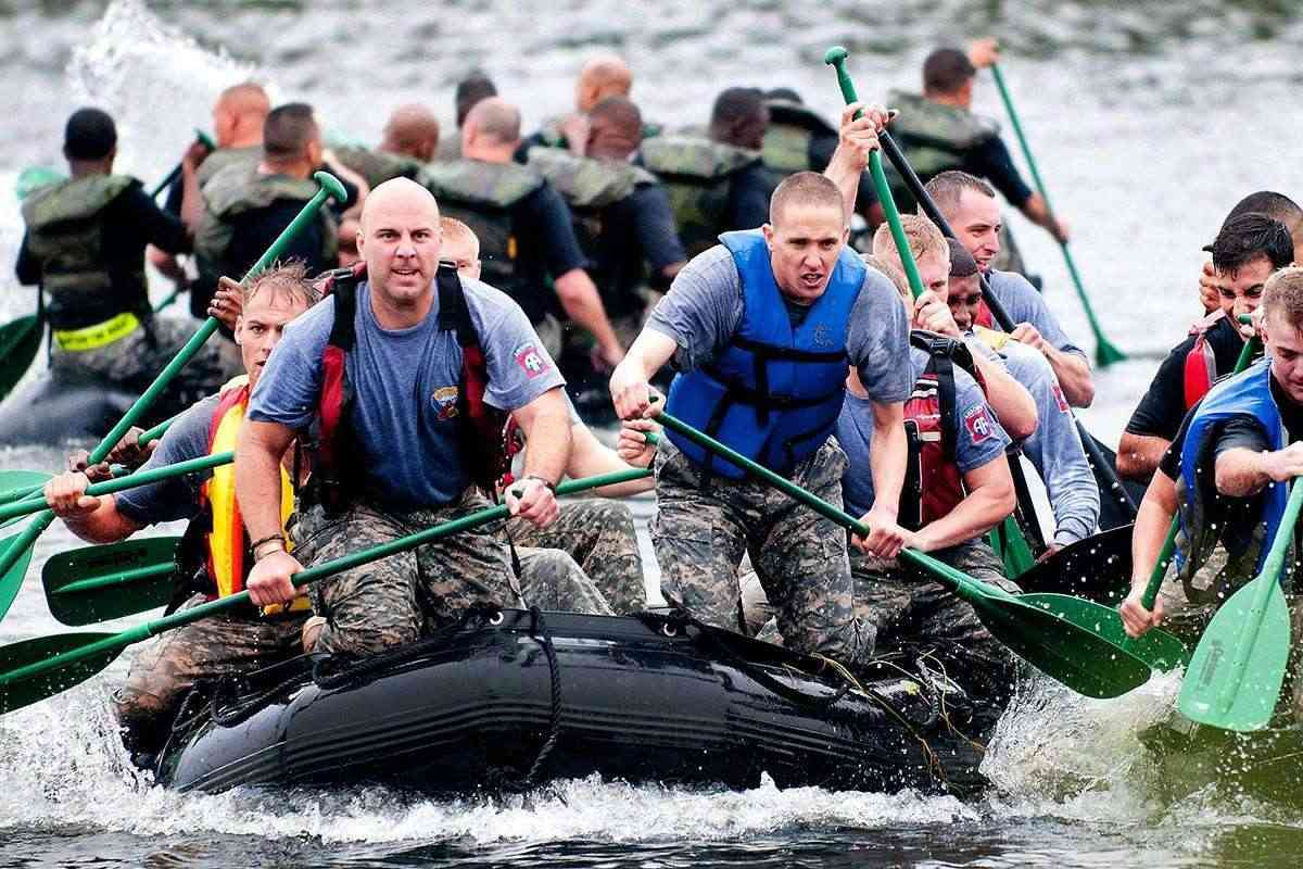 work boat recreation military paddle vehicle 1085300 Middle classes losing out to ultra-rich